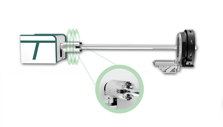 Fully automatic self-centering pneumatic chuck